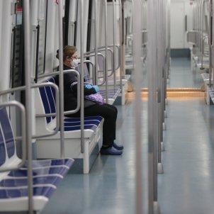 repartiment mascaretes metro tren barcelona catalunya creu roja - Sergi Alcàzar