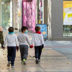nens mascaretes carrer - efe