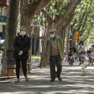 desconfinament carrers gent gran avis mascareta nens poblenou coronavirus - Sergi Alcazar