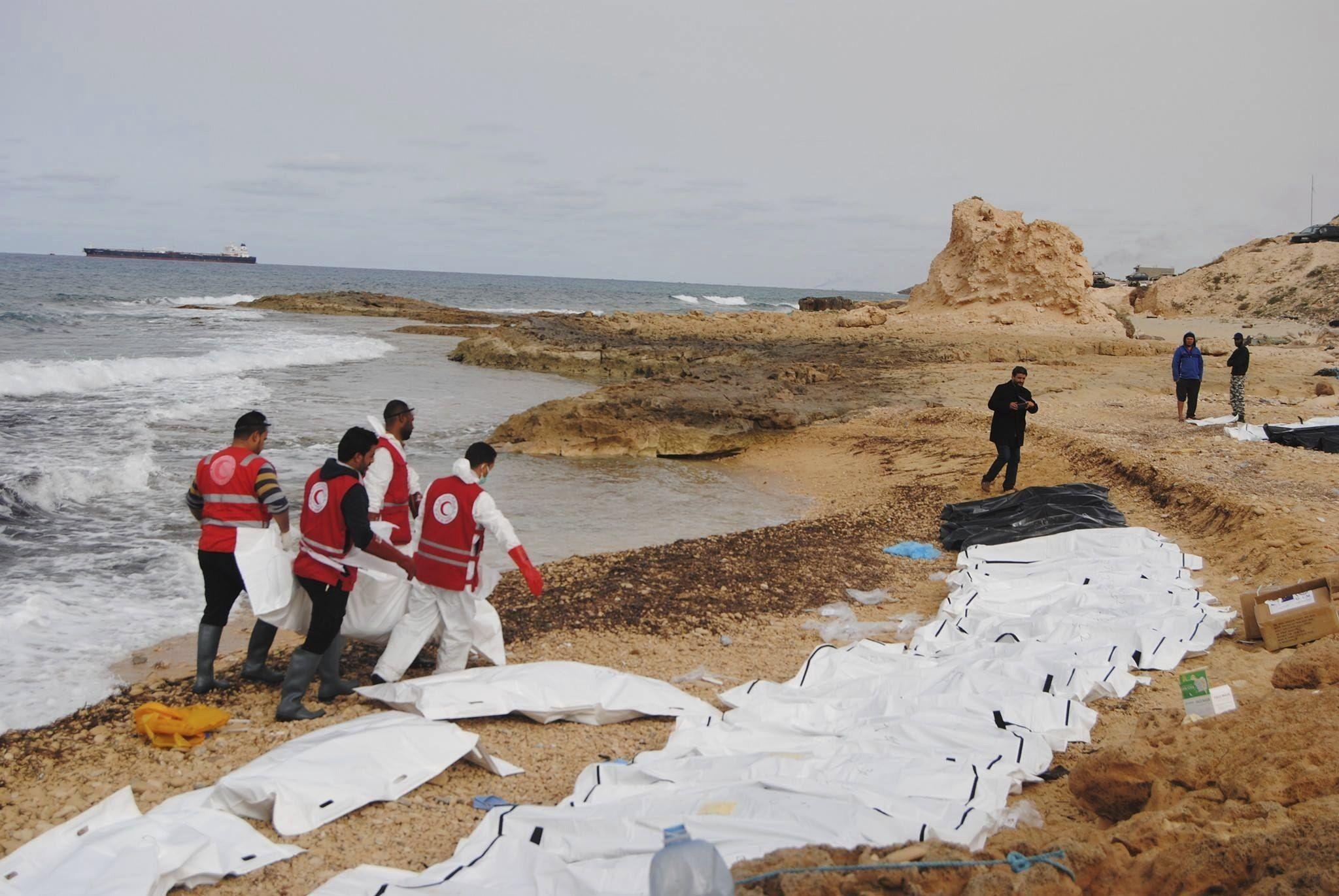 Cossos platja Libia - EFE