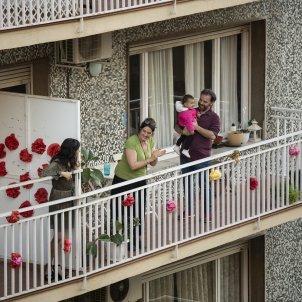 Confinament festa balcons eixample rocafort coronavirus - Sergi Alcazar