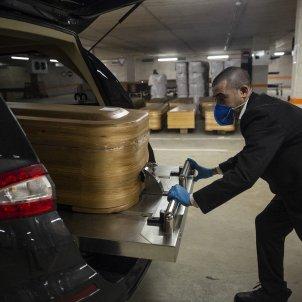 Coronavirus Taüts parking tanatori collserola memora morts cotxe fúnebre - Sergi Alcazar