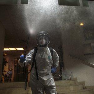 Coronavirus Bombers de Barcelona desinfeccio desinfectant residencia - Sergi Alcàzar