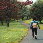caminar parc unsplash