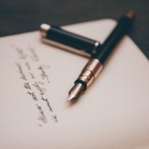 escriure carta unsplash