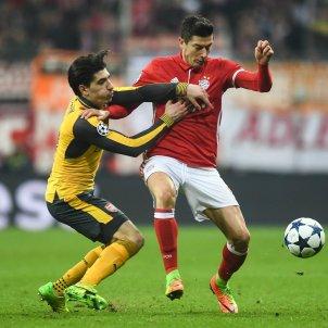 Hector Bellerin Lewandowski Arsenal Bayern EFE