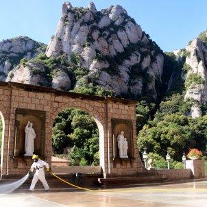 desinfecció agents rurals monestir de montserrat ACN