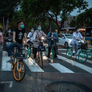 Xina coronavirus mascareta bicicleta EFE