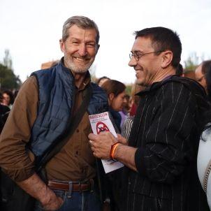 Juan Carlos Monedero (dreta), amb l'exmilitar Julio Rodríguez / Efe