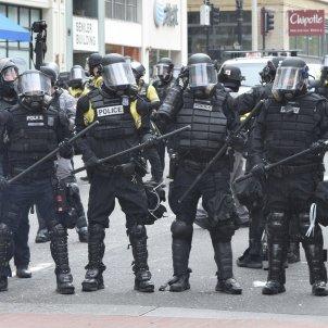 Policia antiavalots Portland EUA (Joan Brown)