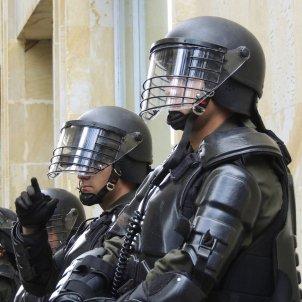 Policia antiavalots (James Paramecio)