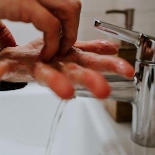 rentar les mans unsplash