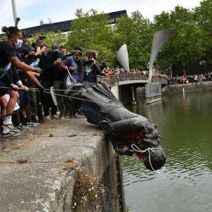 estatua Edward Colston - @HackneyAbbott