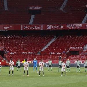 Sevilla Betis minut silenci sense public EFE