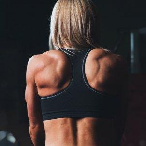 Mujer espaldas Unsplash