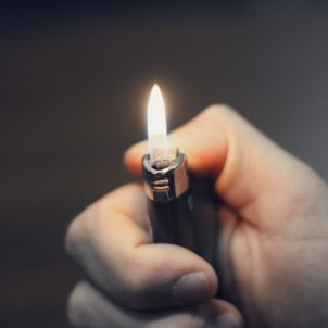 Seis remedios caseros para cuando sufres una quemadura Mechero PxFuel