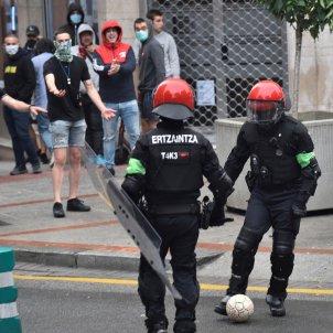 Carregues Ertzaintza acte de Vox Sestao - Efe