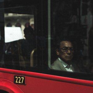 Hombre bus Unsplash