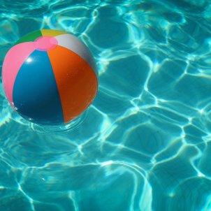 piscina unsplash