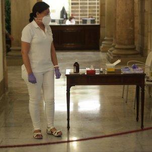 Prevencio neteja infermera coronavirus ple monogràfic Covid-19 Parlament - Sergi Alcàzar