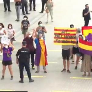 Protesta València contra Felip VI À Punt