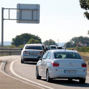 Diversos vehicles a la carretera de Lleida. Foto: ACN