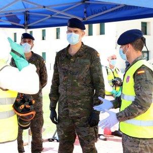 EuropaPress 2893205 rey felipe vi 2d saludado militares visita instalaciones guardia real pardo