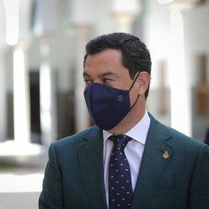 presidente junta juanma moreno antes entrar salon plenos parlamento andaluz - europa press