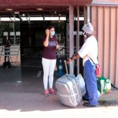 Temporer migrant arribant al pavelló 3 de la Fira de Lleida 20200706 (ACN)
