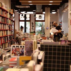 Interior de la llibreria Documenta. ACN
