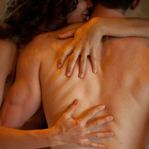 Abrazo de pareja Unsplash