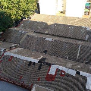 Naus de La Sagrera amb teulada amb amiant / cedida veïns