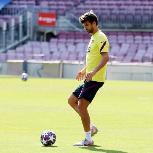 Gerard Pique entrenament Barca Camp Nou FC Barcelona