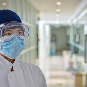 coronavirus metge mascareta unsplash