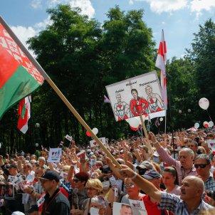 banderes miting oposició bielorússia efe