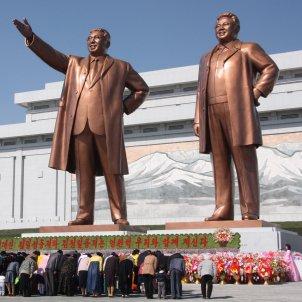 corea nord estatues kim il song jong il wikimedia