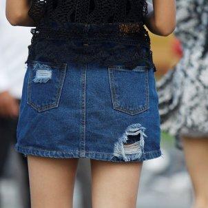 mujer falda EFE