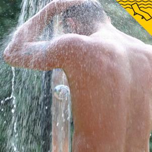 hombre ducha fría