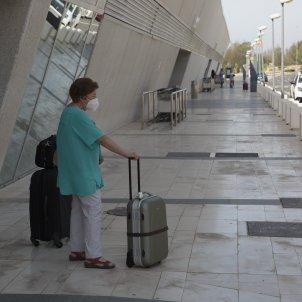 Aeroport Almeria turisme maleta turista mascareta mascaretes covid coronavirus - Sergi Alcàzar