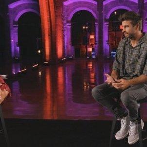 Helena Garcia Melero conversa amb Gerard Piqué durant els PREMIS TALENT_TV3