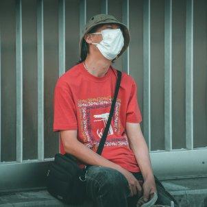 Hombre con mascarilla Unsplash