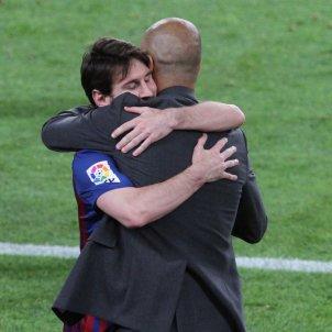Leo Messi Pep Guardiola abraçada GTRES