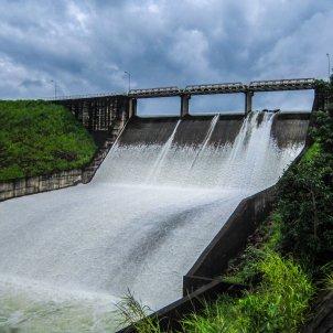 Una presa d'aigua per la produir energia. Foto: Pixabay
