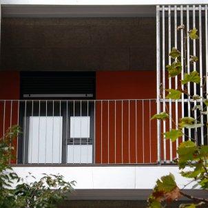 Pla tancat d'un balcó d'una nova construcció d'habitatge a Barcelona. Foto: ACN