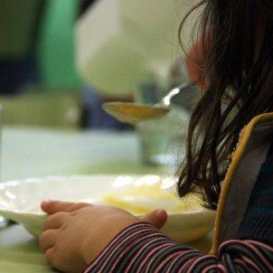 Nen menjant - Menjador - ACN