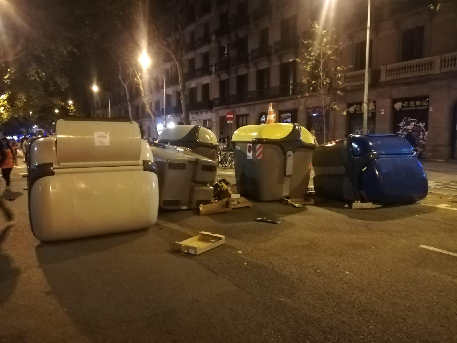 Contenidors terra Ronda Sant Pere inhabilitació Torra / Marc González