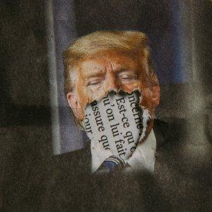 Donald Trump mascareta coronavirus (Charles Deluvio)