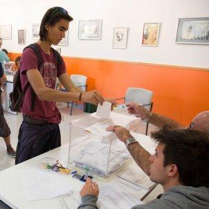 eleccions catalanes 27-S votació urna - Sergi Alcàzar
