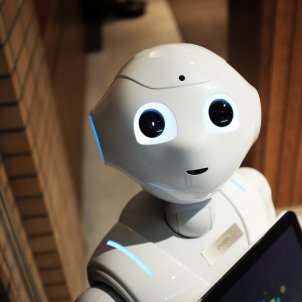 robot   unsplash