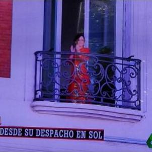 Ayuso saluda balcó La Sexta